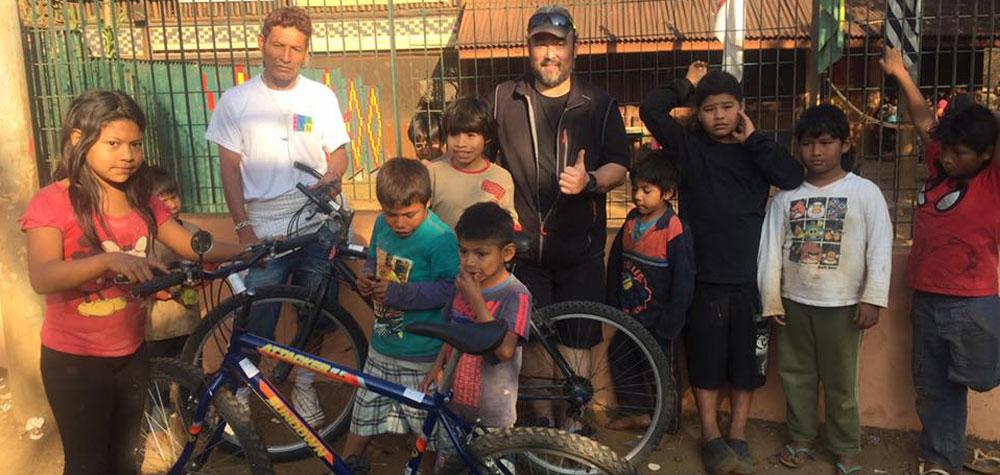 Doação de bike para os moradores da aldeia do Pico do Jaraguá
